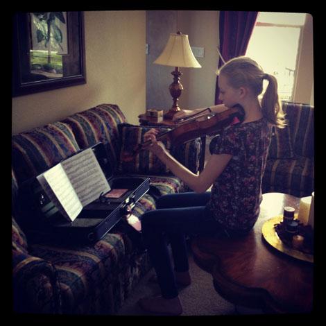 Holding violin